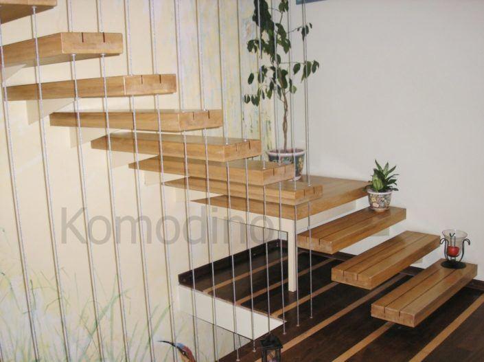 сходи на другий поверх дерев'яні Львів