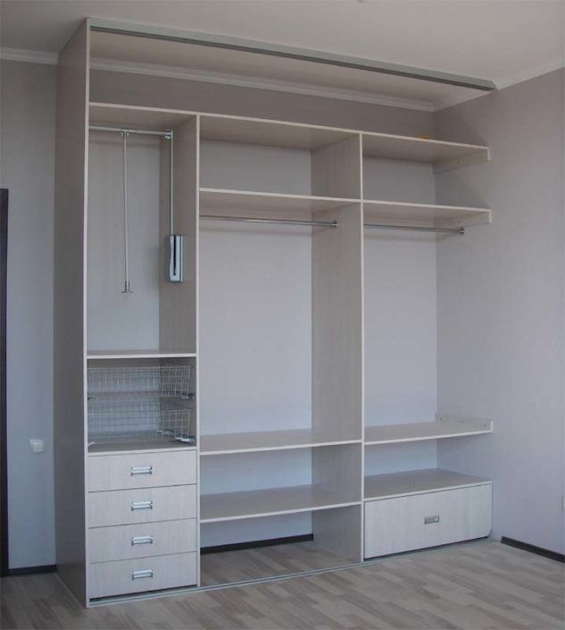 Виготовлення вбудованих шаф: ціни, фото