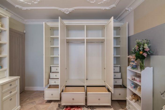 Маленькі гардеробні кімнати з дерева
