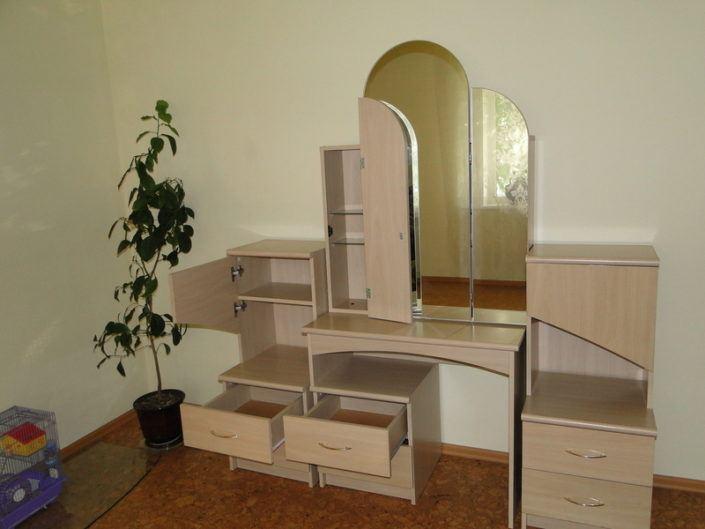 Туалетний столик для спальні
