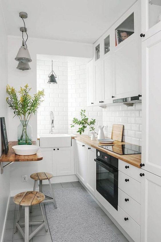 Маленька біла кухня Львів