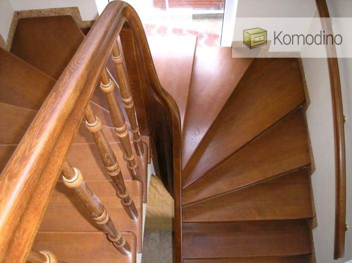 Дерев'яні двомаршеві сходи Львів