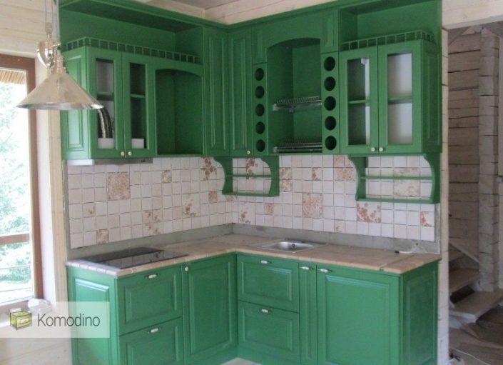 зелена деревяна кухня