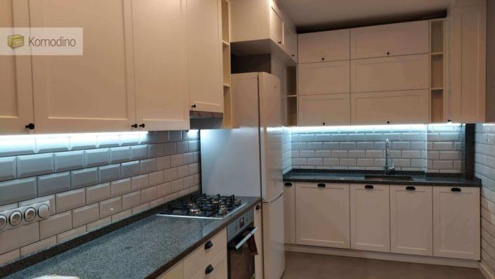 Кухня з гранітною стільницею